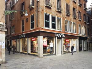 Vetrofania Levi's Venezia